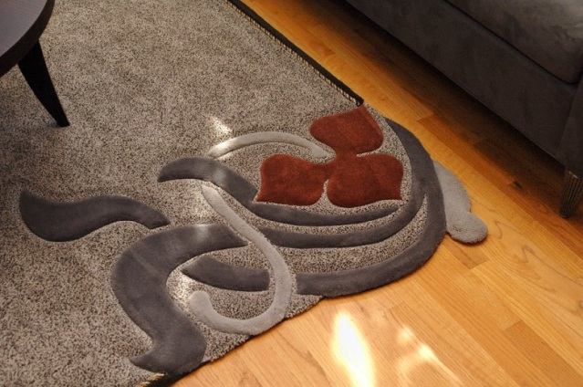 Custom area rug with free form design w
