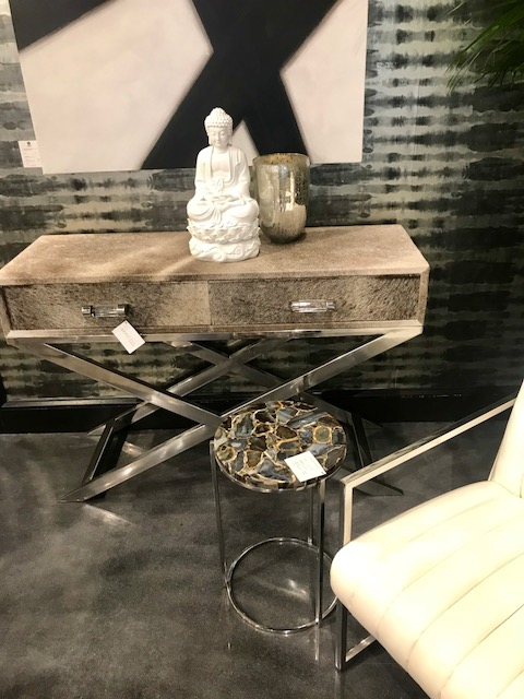 Sunpan chrome base fur top desk HPMKT 2018